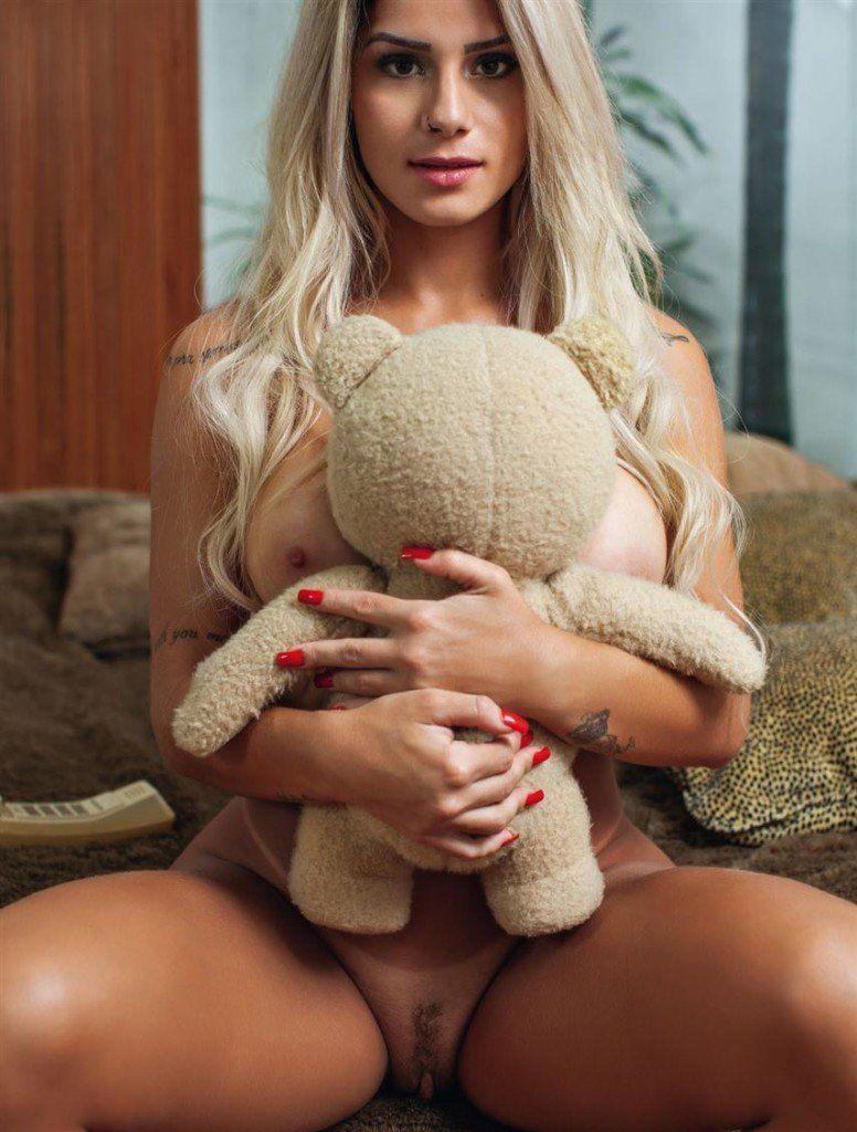 Iara-Ramos-nua-pelada-na-Playboy-22