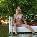 Loira muito gostosa com belos seios