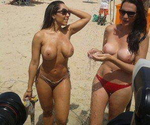 Mulher melão peladinha na praia