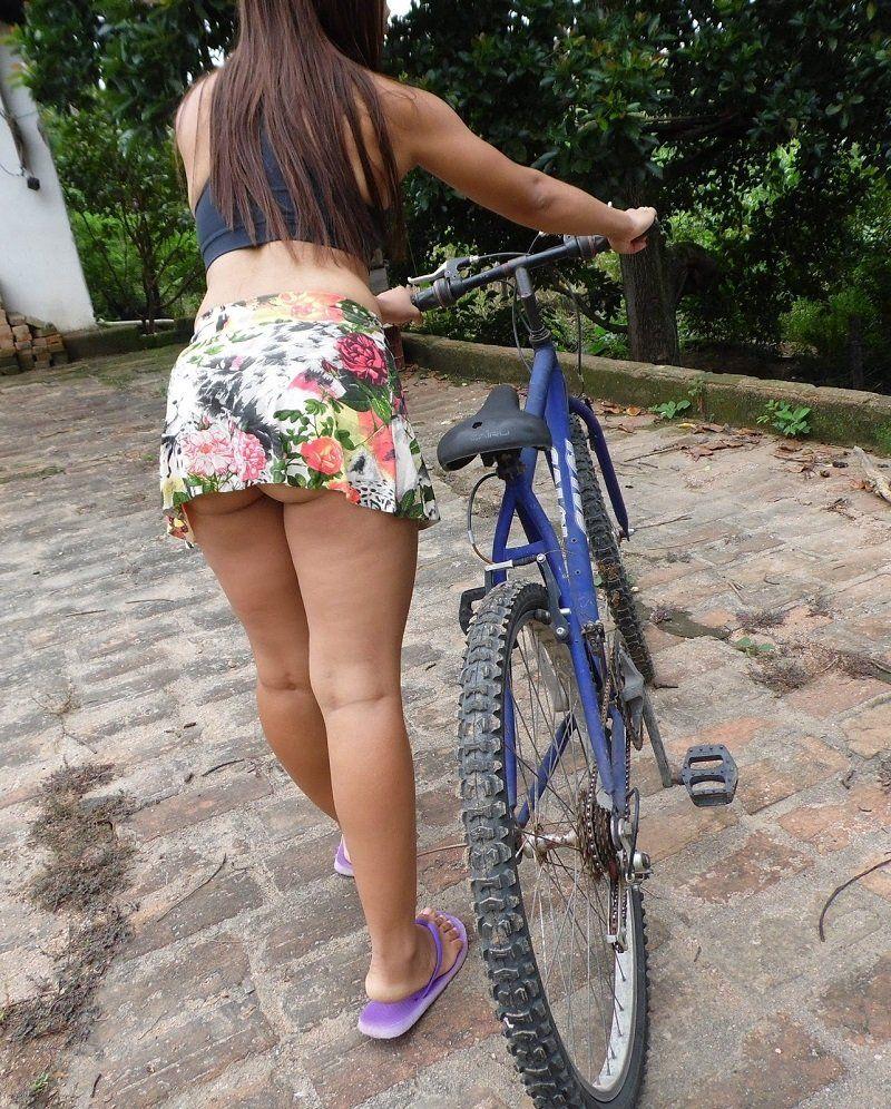 gostosa-na-bicicleta-de-biquni-12