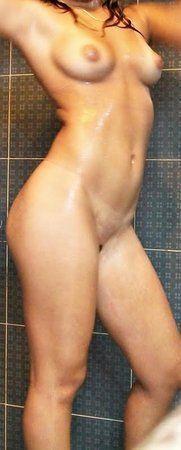 novinha-fazendo-fotos-pelada-na-frente-do-espelho-15