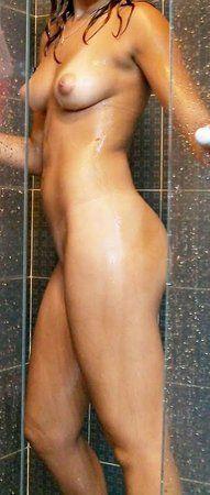 novinha-fazendo-fotos-pelada-na-frente-do-espelho-16