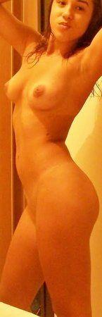 novinha-fazendo-fotos-pelada-na-frente-do-espelho-5