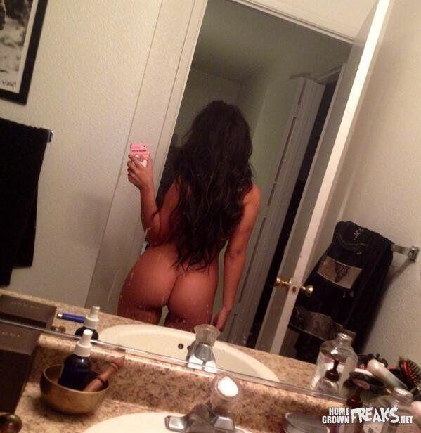 gostosa-fazendo-selfies-pelada-5