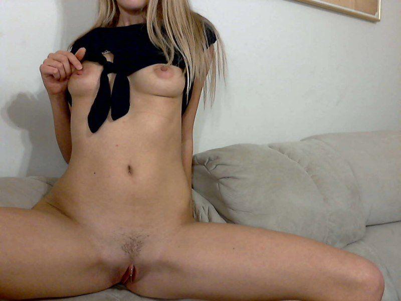 loirinha-magrinha-gostosa-na-webcam-11