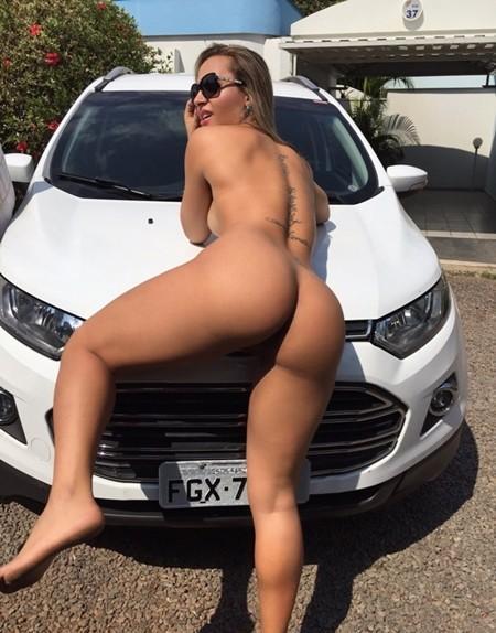 puta-pelada-no-estacionamento-do-motel-17