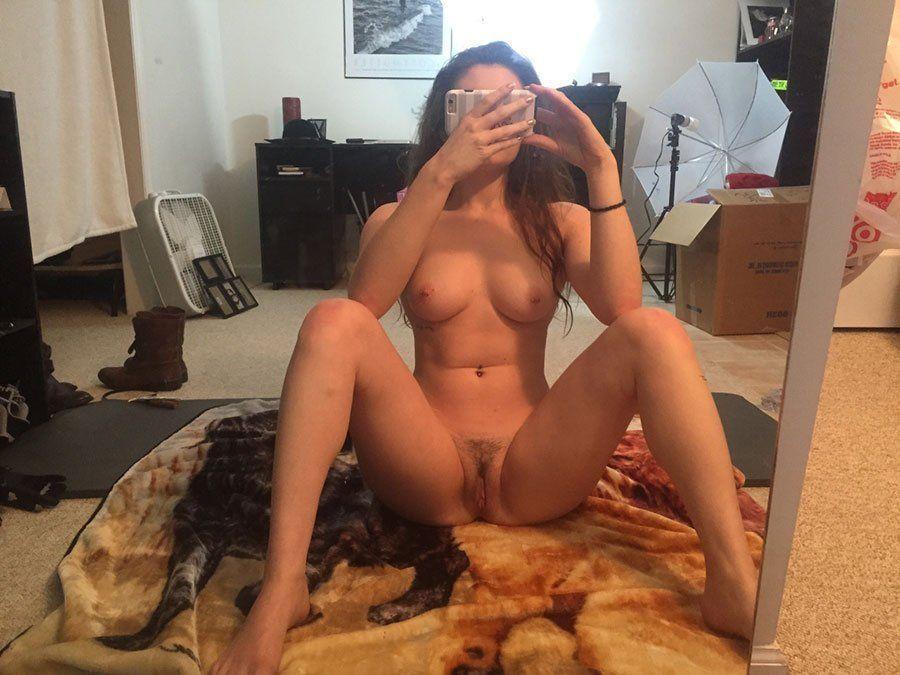 Morena se masturba en el cuarto de la colada - 1 part 10