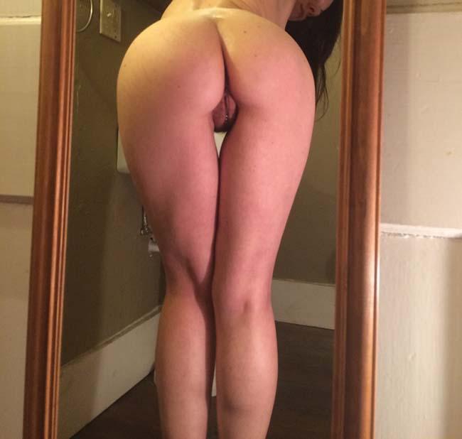 Gatinha-peituda-selfies-nude-no-espelho-19
