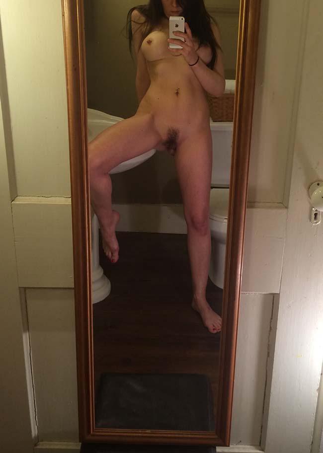 Gatinha-peituda-selfies-nude-no-espelho-20