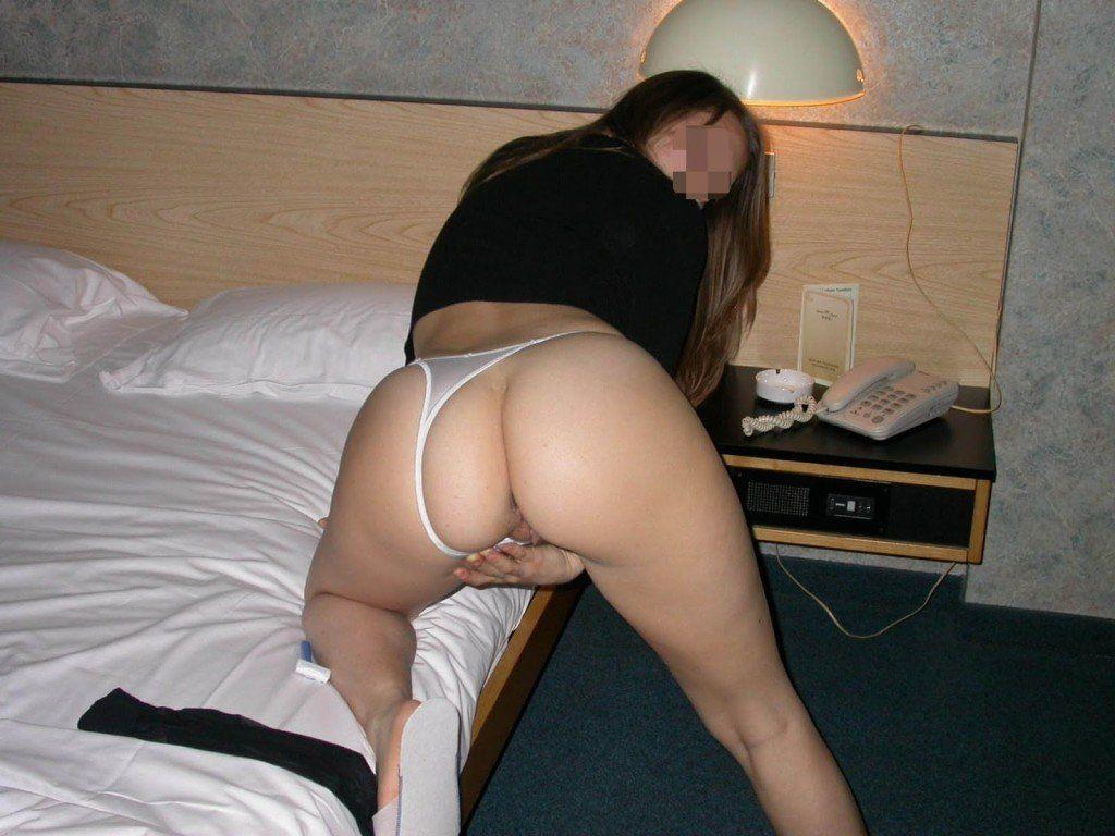 Novinha-linda-e-gostosa-tirando-muitas-fotos-pelada-buceta-no-motel-30