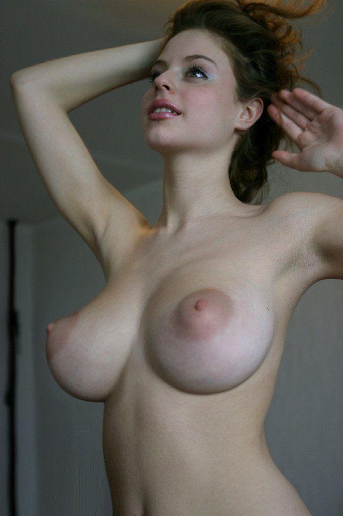 Ester-a-novinha-dos-peitos-naturais-mais-perfeitos-que-você-vera-hoje-10