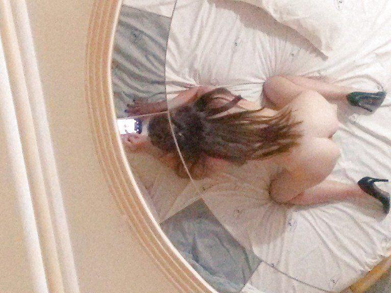 Novinha-e-selfies-peladinhas-no-motel-13