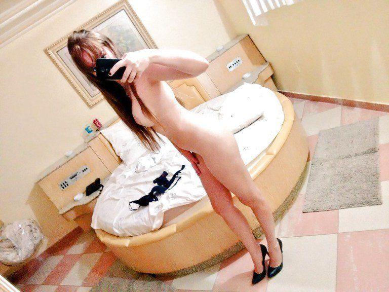 Novinha-e-selfies-peladinhas-no-motel-14