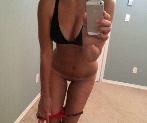 Novinha da buceta depilada nudes