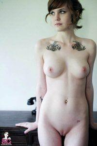 mulheres-tatuadas-peladas-novinha-tatuadas-buceta-tatuada-15