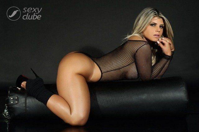carine-felizardo-nua-pra-revista-sexy-de-outubro-2016-34