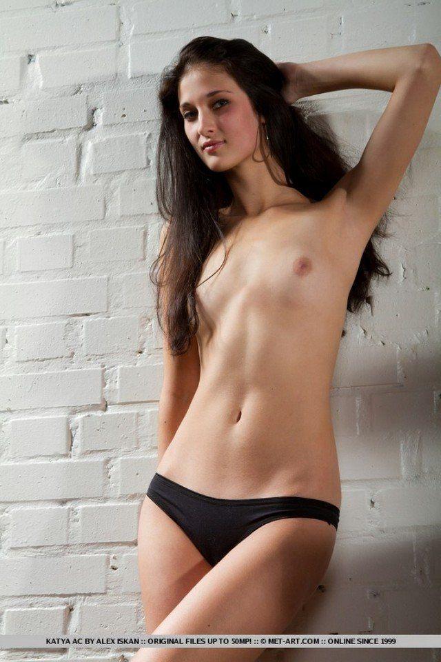 magrinha-tirando-a-lingerie-ficando-nuanovinha-nuamulher-peladabuceta-apertadinha-8
