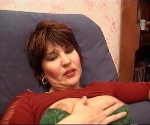 Coroa safada fazendo sexo anal gostoso
