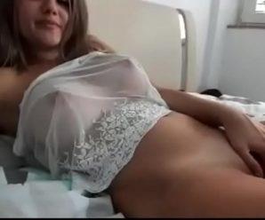 Novinha se masturbando em vídeo amador